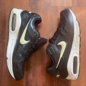 Nike air max navigate 9.5 black and white